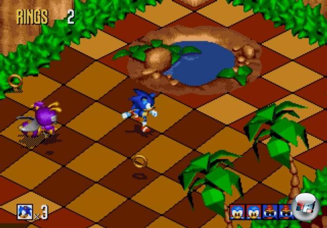 <b>Sonic 3D Blast (1996)</b><br><br>Auf dem Höhepunkt des Erfolges, und nicht zu vergessen der Veröffentlichung von Segas neuer Saturn-Konsole, wurde Sonic 3D Blast auf den Markt gebracht - und hinterließ gemischte Gefühle: Die Iso-Grafik war zwar ansehnlich, brachte aber nicht nur Unübersichtlichkeit mit sich, sondern sorgte auch für fummelige Steuerung sowie eine generelle Abwesenheit der typischen Geschwindigkeit. Stattdessen trabt der Blauigel gemächlich durch die eckigen Levels, sammelt kleine Federviecher (Flickies) ein und rettet sie vor dem nach wie vor bösen Dr. Eggman, indem er sie in einer Warpröhre ablieferte - gähn! Die beiden Varianten für Mega Drive und Saturn waren spielerisch identisch, wobei letztere Version im Zweifel vorzuziehen war, bot sie doch mehr Farben, einen brillanten CD-Sound sowie für damalige Verhältnisse aufwändige 3D-Speziallevels. 1858938