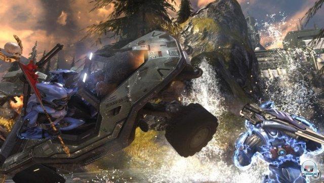 <b>Halo: Reach (Xbox 360, 2010)</b> <br><br>  Nach Halo: Reach hatte Bungie die Nase voll vom ewigen Serientrott. Im April vergangenen Jahres gab das Studio bekannt, dass es für Activision an einer neuen Marke arbeitet. Zum Abschied haben die Entwickler der bewährten Halo-Formel ein paar einschneidende Neuerungen verpasst, welche die Matches deutlich dynamischer gestalten: Mit Hilfe eines Jetpacks und anderer Spezialfähigkeiten kann man z.B. durch die Lufts schweben oder sich kurzzeitig in einem besonders starken Schild einigeln. 2288722