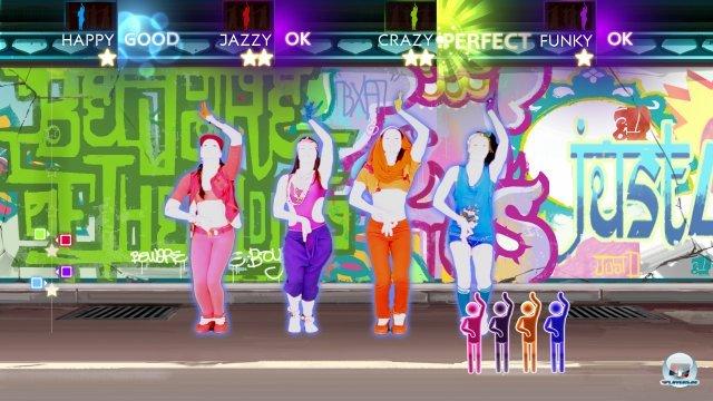 Je nach Song k�nnen bis zu vier Spieler vor den Sensor treten.
