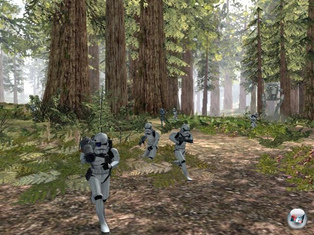 <b>Star Wars: Battlefront</b><br><br>2004 setzten Mehrspielershooter wie Battlefield 1942 die Maßstäbe für Ballerfans. Denkt man jetzt an die großen Schlachten in den Star Wars-Filmen stellt man sich unweigerlich die Frage, wieso vorher noch keiner auf eine Idee wie Battlefront kam. Simpel ausgedrückt war das Ganze Battlefield + Star Wars + ein Hauch Strategie = großer Spaß! 1855248